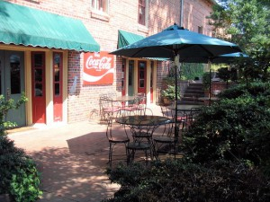 deli_070308_patio_614